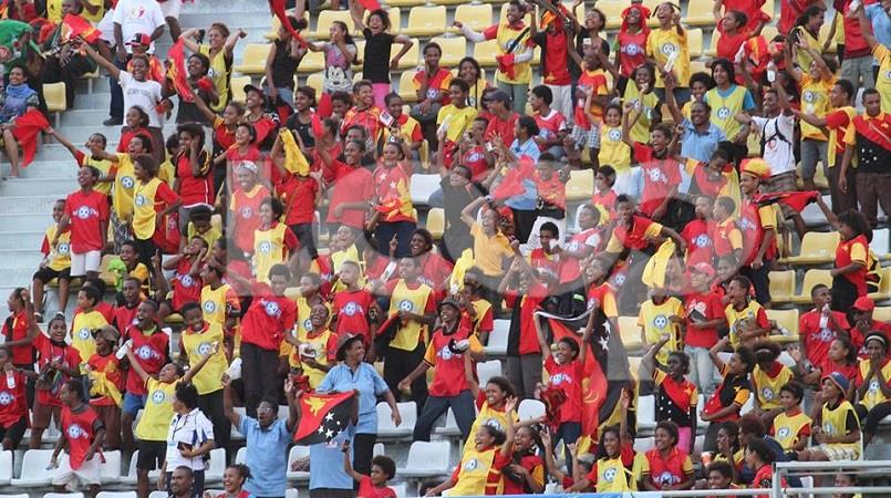 Crowd of PNG supporters
