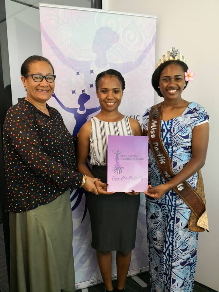 MPIP PNG chairperson, Molly O'Rourke, Monika Anio and Miss Pacific Islands Leoshina Kariha
