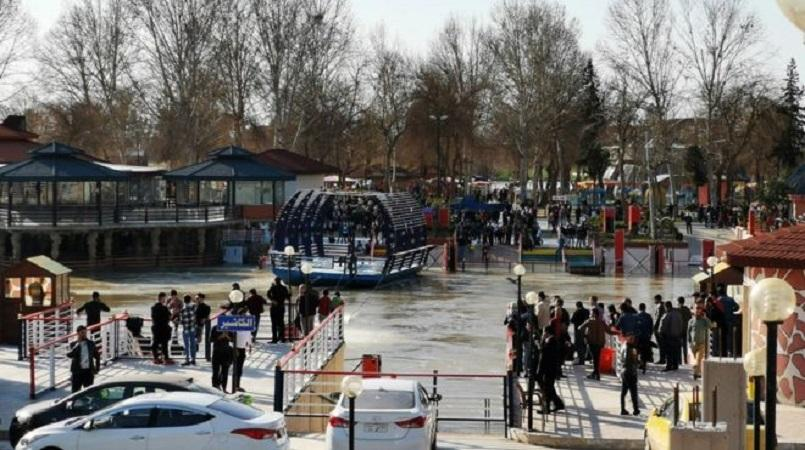 Nearly 100 dead as overloaded ferry capsizes in Tigris river in Mosul