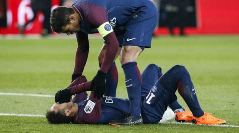 Neymar to undergo surgery on fractured foot