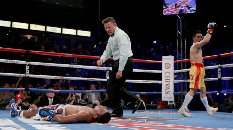 Roman 'Chocolatito' Gonzalez gets knocked out cold by vicious punch