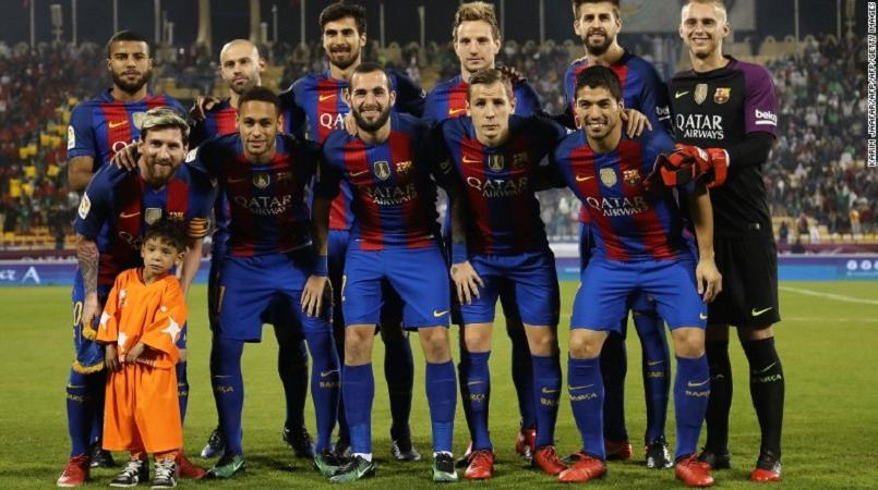 buy online 9309a e4adb Lionel Messi meets Afghan 'plastic shirt' boy Murtaza Ahmadi ...